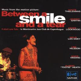 Cover of Between a smile and a tea
